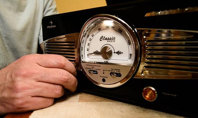 giradiscos con radio y altavoces incorporados